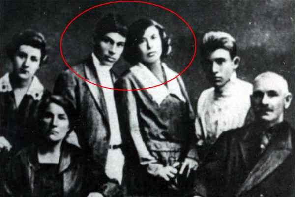 Николай Гастелло с женой.